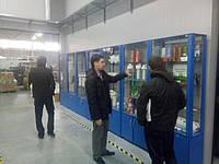 Представители Ecosoft и WaterNet проводят экскурсию на производстве бытовых фильтров и делятся опытом со специалистами WaterHome.