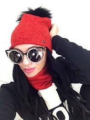 Женская шапка и снуд  красного цвета  с меховым бубоном от YuLiYa Chumachenko