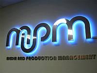 Несветовые буквы с лицевой светоотражающей поверхностью и контражурной подсветкой