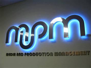 Плоский накладной световой логотип на выносных держателях
