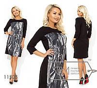 Платье прямого кроя с круглым вырезом.