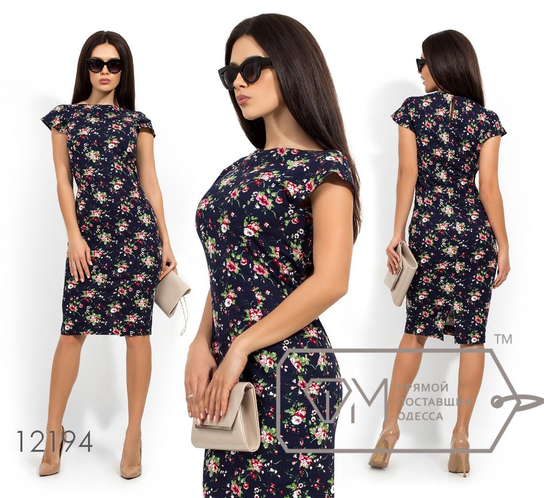Платье-футляр с цветочным принтом рукавами-крылышки фигурными вытачками и застежкой капелька и молнией по спинке 12194