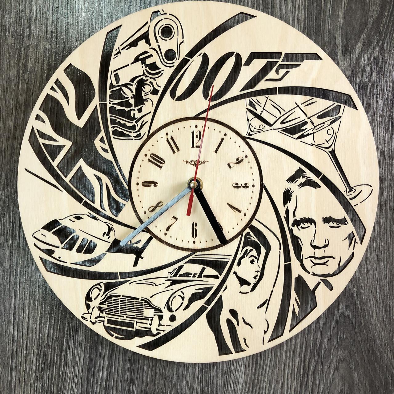 Тематические настенные часы в интерьер «Джеймс Бонд»