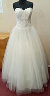 Пышное свадебное платье цвета ivory с кружевом и вышивкой, размер 46, б/у