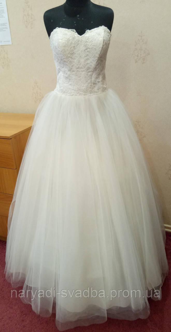 fbfec86b654 Пышное Свадебное Платье Цвета Ivory с Кружевом и Вышивкой