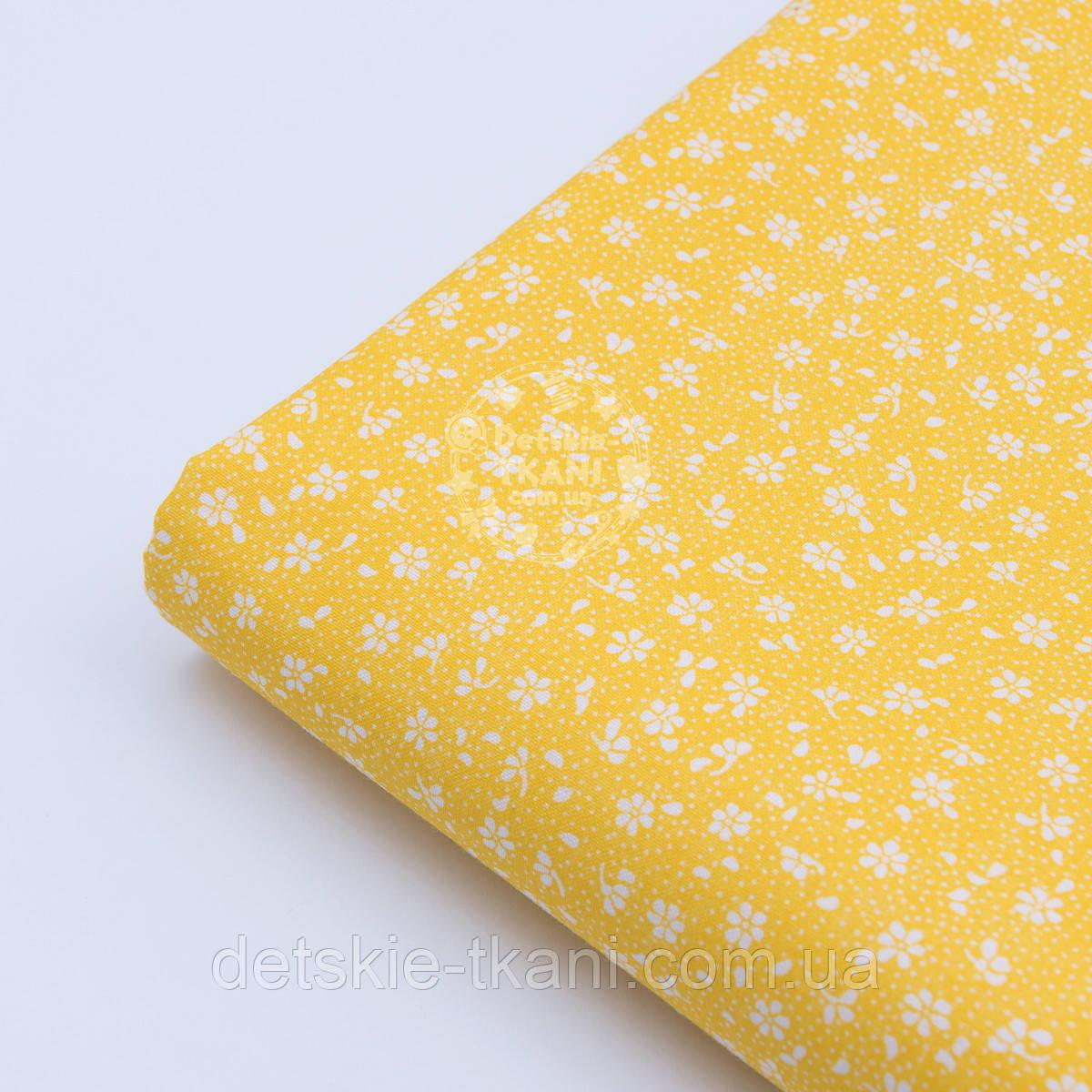 """Лоскут ткани """"Микро цветочки"""" белые на жёлтом  №1656а"""