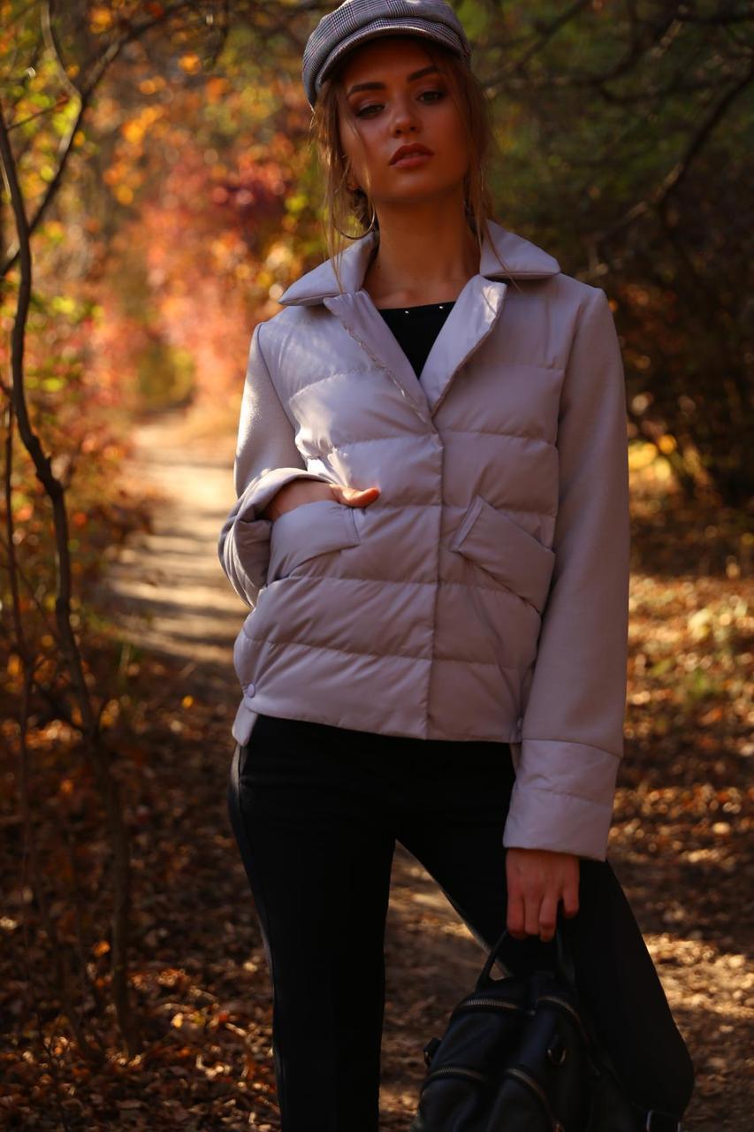Короткая весенняя куртка с отложным воротником
