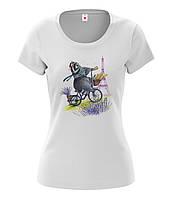"""Женская футболка с рисунком """"Енот и Париж"""""""