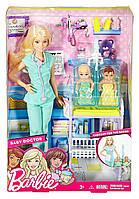 Набор кукла Барби Блондинка доктор с двумя малышами Barbie, фото 1