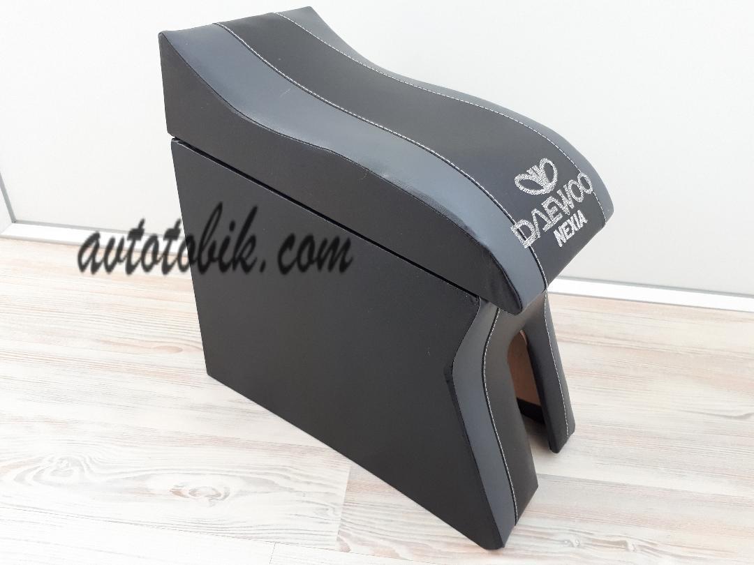 Подлокотник Daewoo Nexia Люкс (Деу Нексиа) черный с серыми вставками и вышивкой