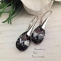 Небольшие сережки из серебра с висюльками Сваровски в серебристо-чёрном оттенке