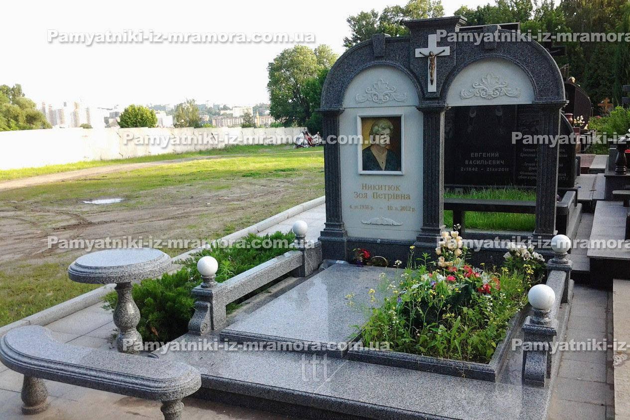 Двойное надгробие с колоннами и мрамором  № 20