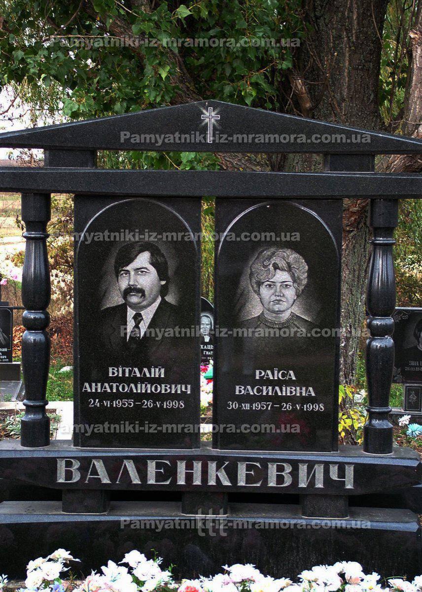 Двойное надгробие с колоннами № 21