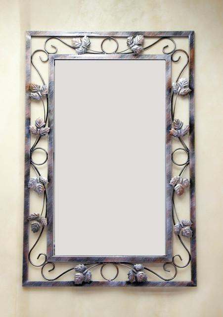Зеркала, полки и настенные консоли.