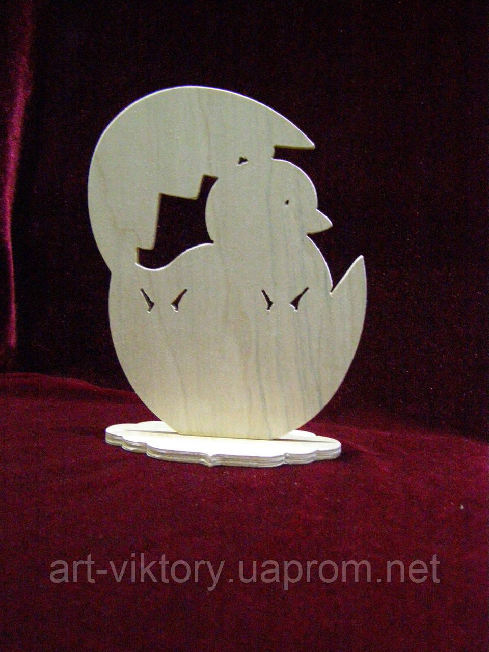 Пасхальное яйцо с птенцом на подставке