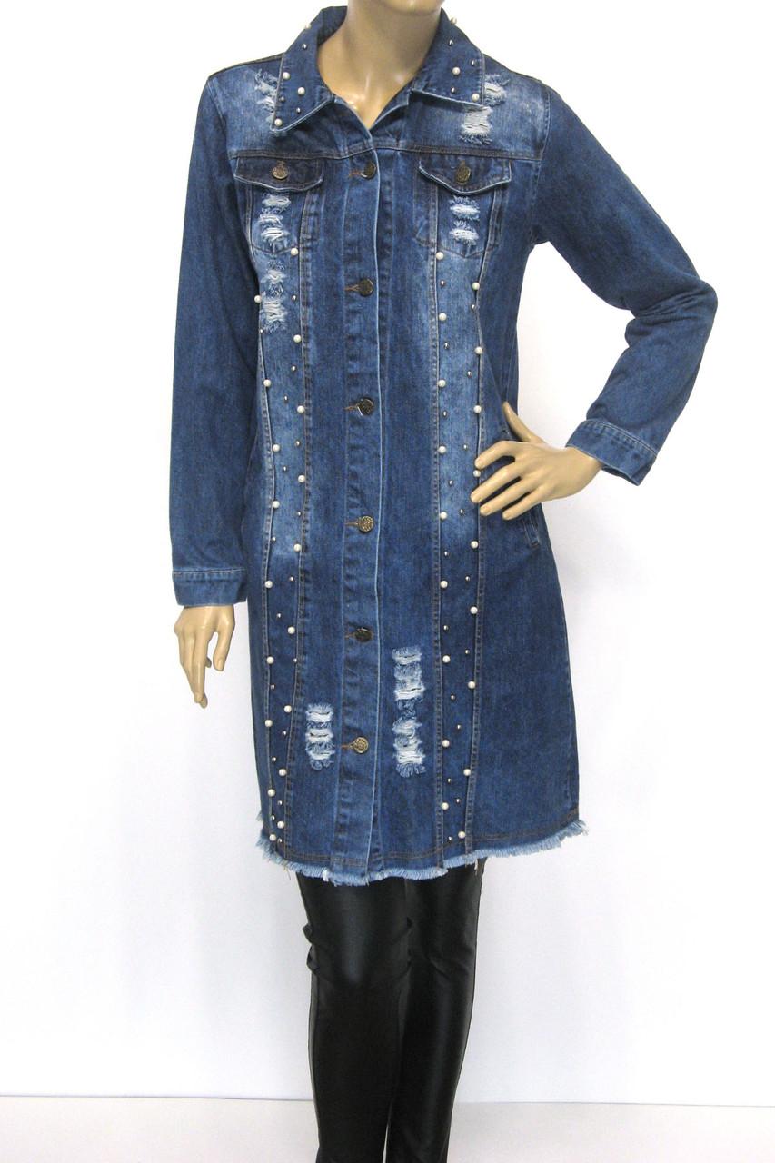Жіночий  джинсовий плащ з рваними встаками і перлинками
