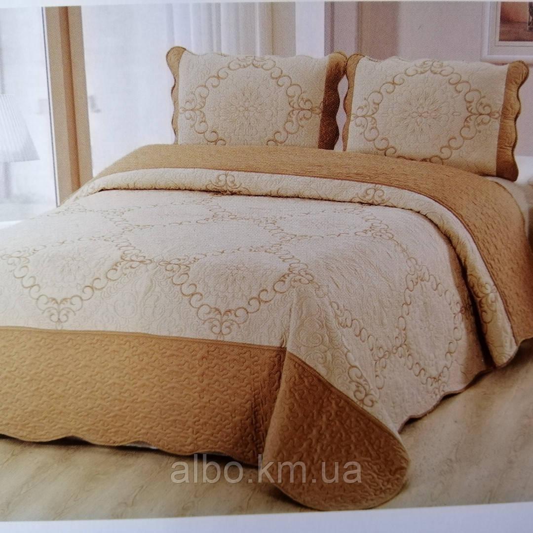 Покрывало для кровати стеганное сатиновое 220х240 + наволочки 50х70 2 шт бежевое с золотом