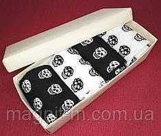Набор мужских носков в подарочной картонной коробке. Черепа ассорти