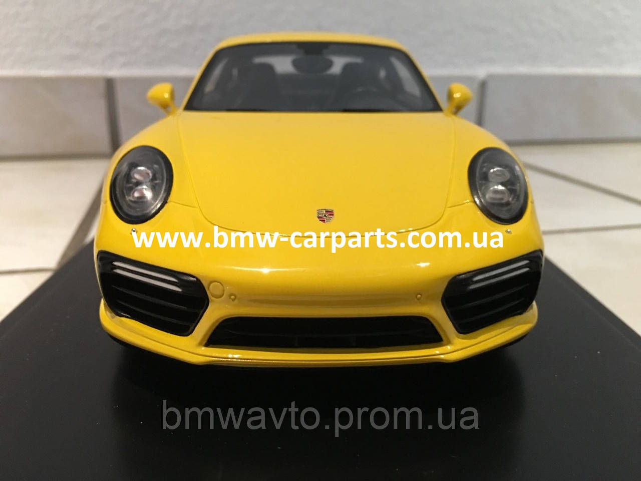 Модель автомобиля Porsche 911 Turbo S (991 II), Scale 1:18, Racing Yellow