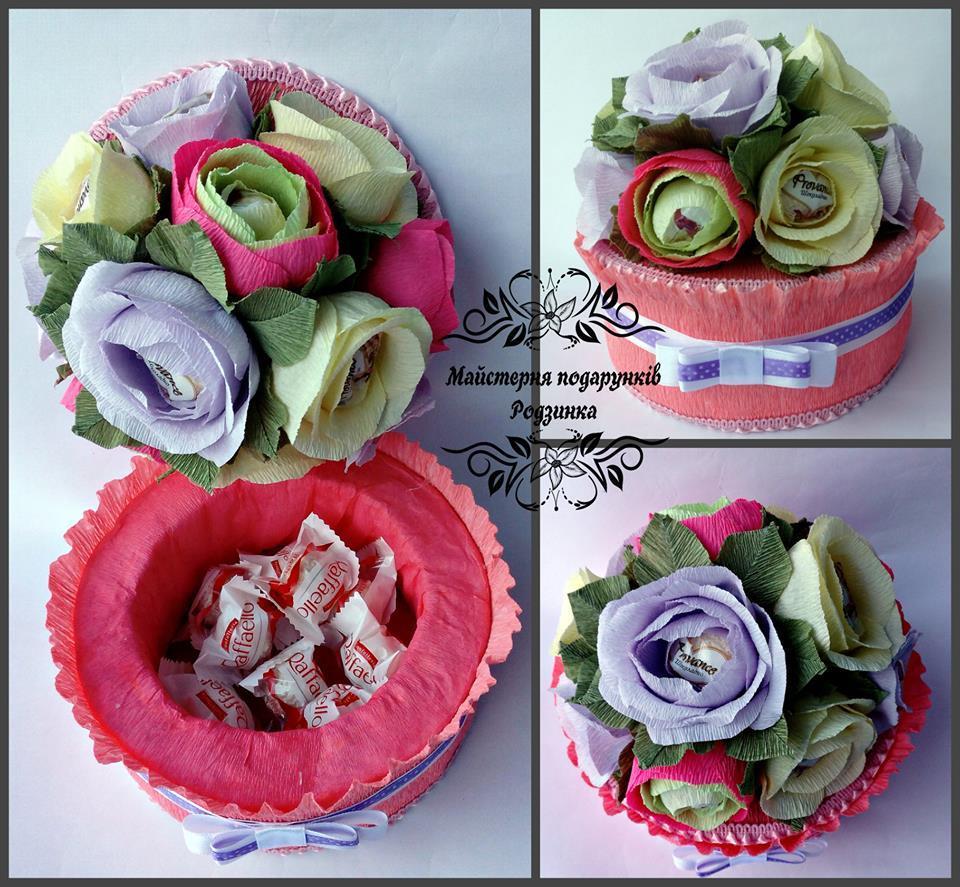 Подарунок тортик - скринька з квітами з цукерок. Букет з цукерок