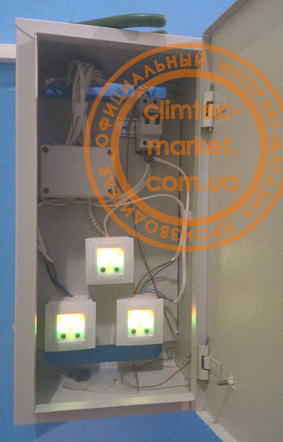 Пульты управления рекуператорами выведены в электрошкаф. Это удобно и для пользования, и предотвращает возможность доступа к пультам для детей.