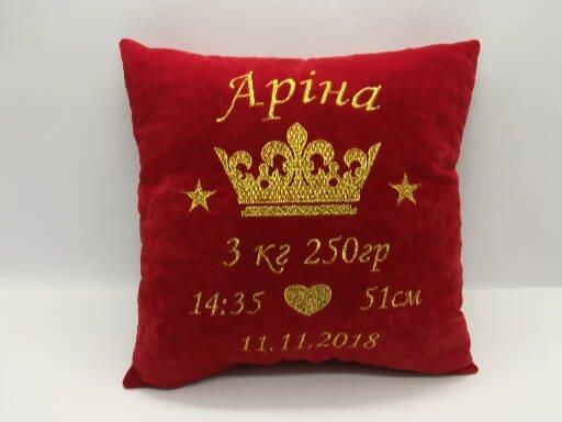 Подушка з короною і метрикою червона