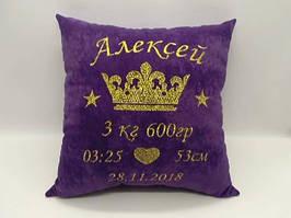 Подушка с короной и метрикой фиолетовая