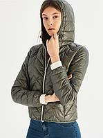 Стеганая курточка с капюшоном зеленого цвета TM Sinsay