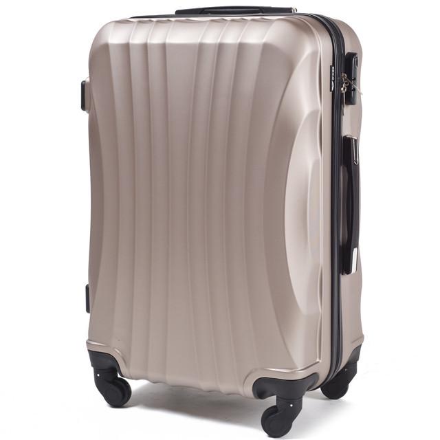 4e134522ae94 Маленький пластиковый подростковый дорожный чемодан на 4 колесах фирма  Wings (шампань) -