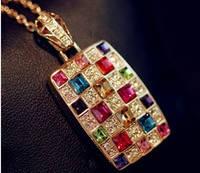 Кулон из разноцветных камней