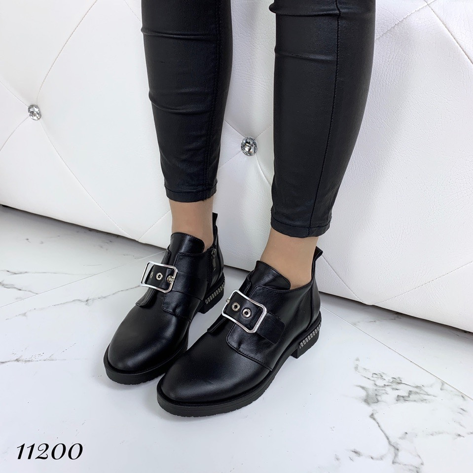Ботинки женские кожаные низкие с пряжкой