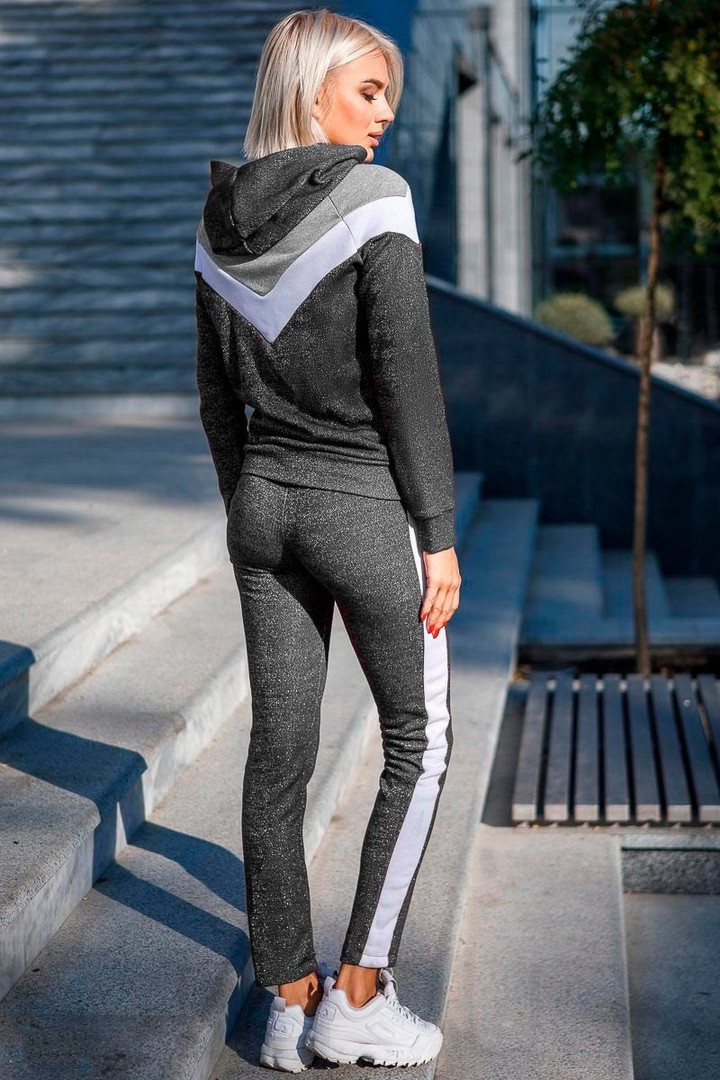 Спортивный костюм женский серого цвета с лампасами