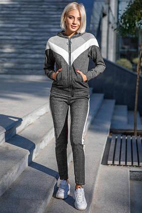 Спортивный костюм женский серого цвета с лампасами, фото 2