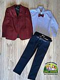 Нарядный комплект для мальчика Montella: бордовый пиджак, рубашка и синие брюки, фото 3