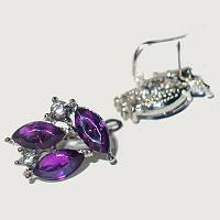 Сережки-пусети з фіолетовими стразами