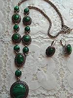 Модный набор с натуральных камней,малахит,подвеска и серьги в мельхиоре.