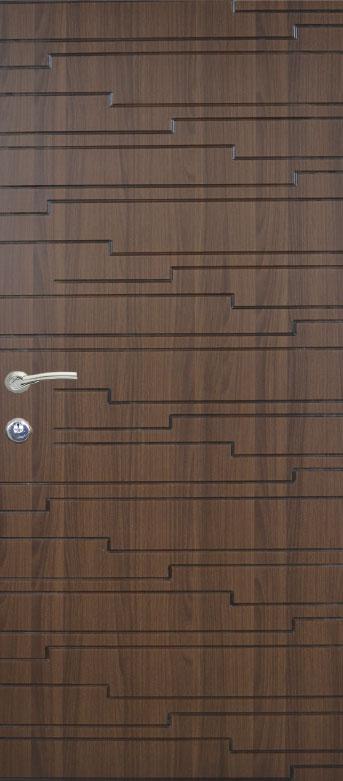 Двери квартирные, модель 135 Премиум, 970*2050, коробка 110 мм, металл 2 мм, замок MOTTURA, накладки 16 мм