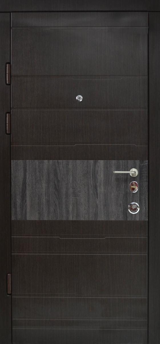 Двери квартирные, модель 137 Премиум, 970*2050, коробка 110 мм, металл 2 мм, замок MOTTURA, накладки 16 мм