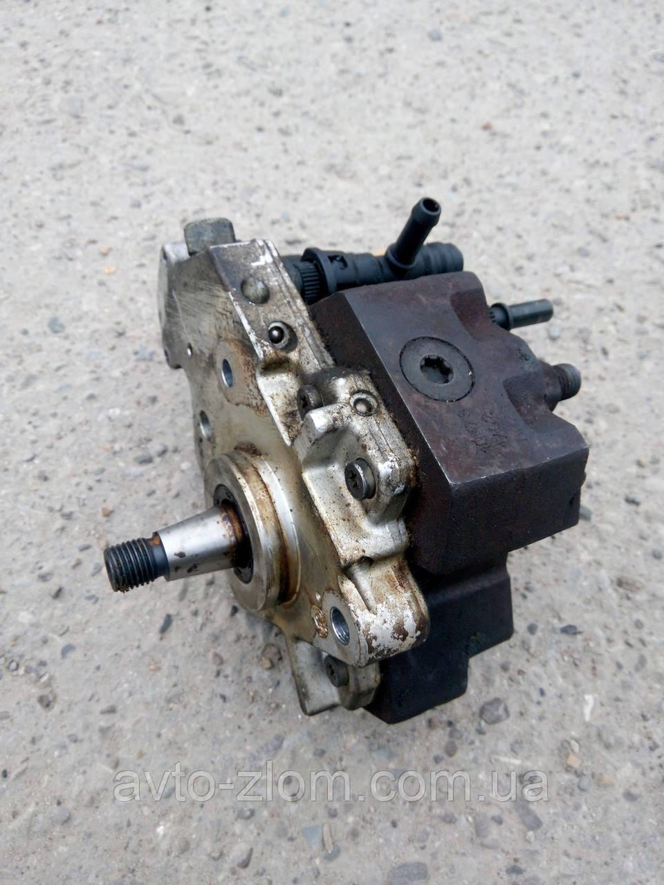 Топливный насос Opel Vivaro, Renault Trafic, Nissan Primastar, Виваро, Трафик 1,9 DCI. 0445010075, 8200108225.