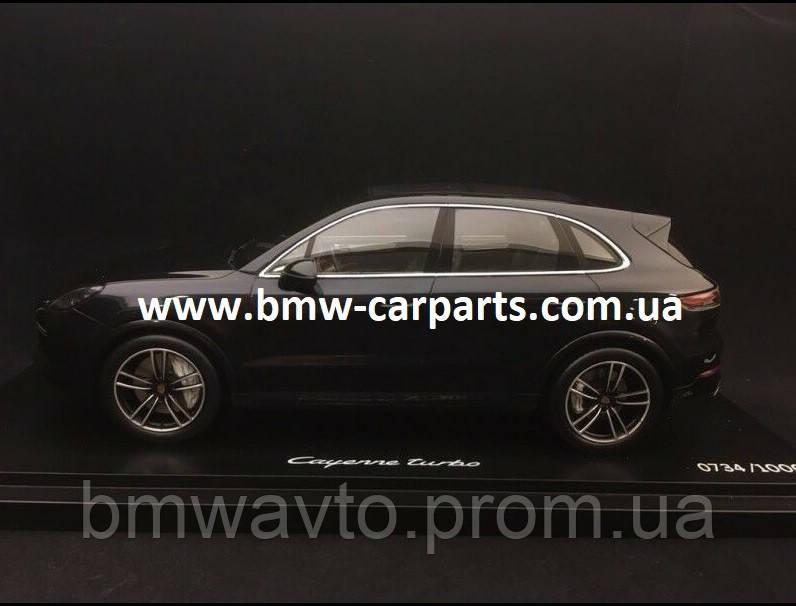 Модель автомобіля Porsche Cayenne Turbo, Moonlight Blue Metalllic, Limited Edition, Scale 1:18