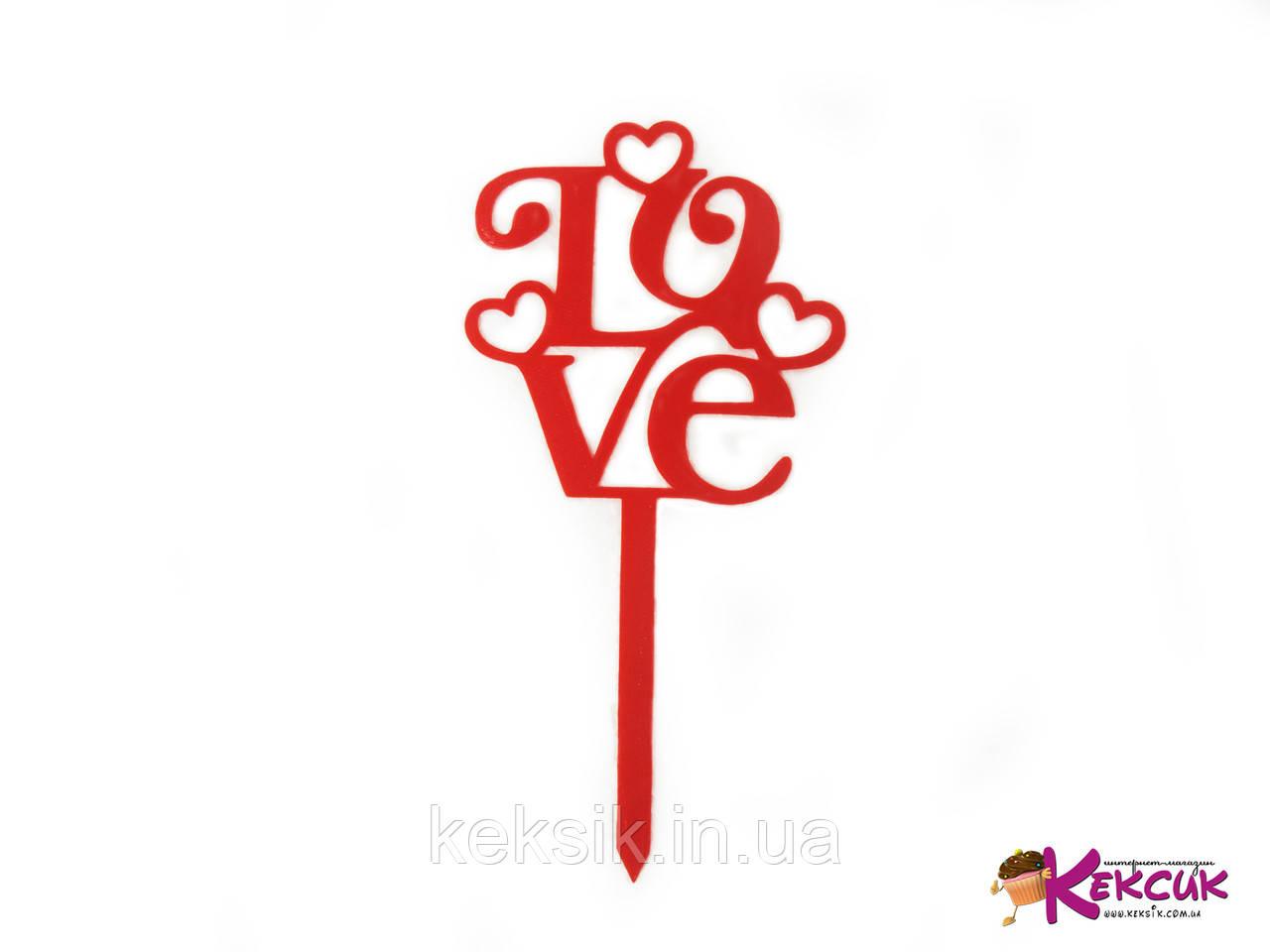 Топпер пластик LOVE с сердцами красный
