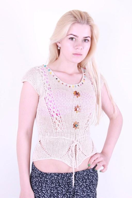 Женская футболка красивой вязки