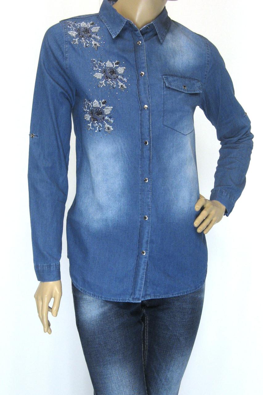 Жіноча джинсова сорочка з стразами і вишивкою