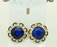 Классические украшения популярные сережки под золото с яркими камнями оптом.