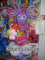 Лунтик с цветком из шаров (букетом из цветов из шаров)