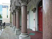 Круглые колонны из гранита