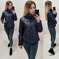 Темно-синяя осенняя куртка