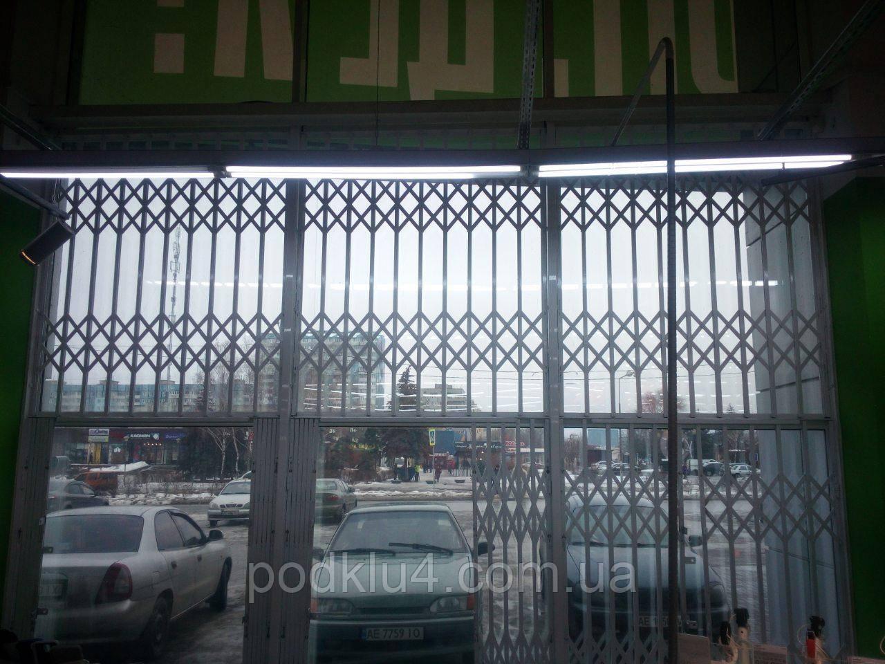 Раздвижные решетки в светопрозрачные фасады