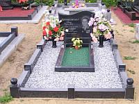 Как своими руками облагородить места захоронения на кладбище с помощью мраморной крошки и гальки.