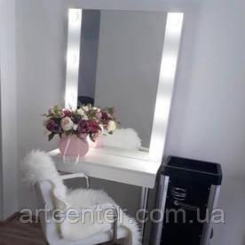Гримерное зеркало с полкой на ножках, компактный стол визажиста, туалетный стол белого цвета